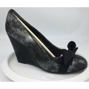 NEW Libby Edelman Nevina Silver Snake print Wedges